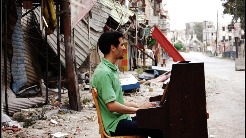 Der Pianist aus den Trümmern liest und spielt am 10.05.2019 in Hofheim