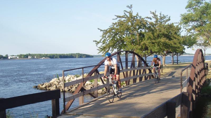 Fahrrad statt Schaufelrad: Aktivurlaub am Mississippi in Illinois