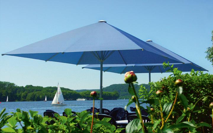 Mit Schirm, Charme und UV-Schutz