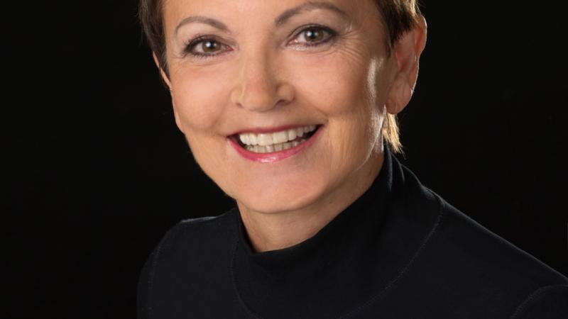Anna-Maria Reichel ist verheiratet, hat zwei erwachsene Kinder und drei Enkelkinder. Sie lebt und arbeitet in der von der UNESCO als Weltkulturerbe au