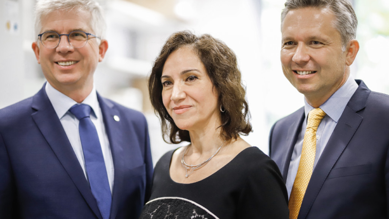 Prof. Dr. med. Andrew Ullmann, Gesundheitspolitiker und Mitglied des deutschen Bundestages besucht die MukoCell GmbH