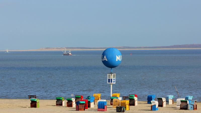 Nordseebad Dornumersiel bald ohne NIVEA Ball am Strand