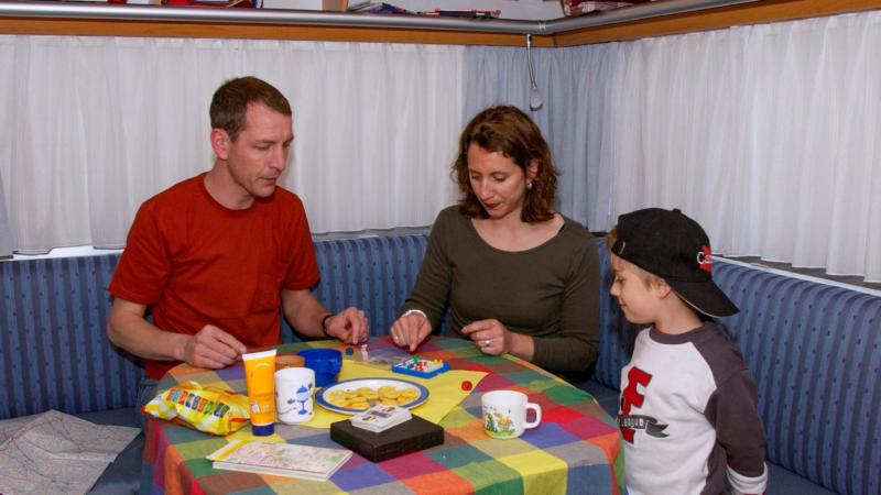 Toben verboten: Kinder im Wohnmobil richtig sichern