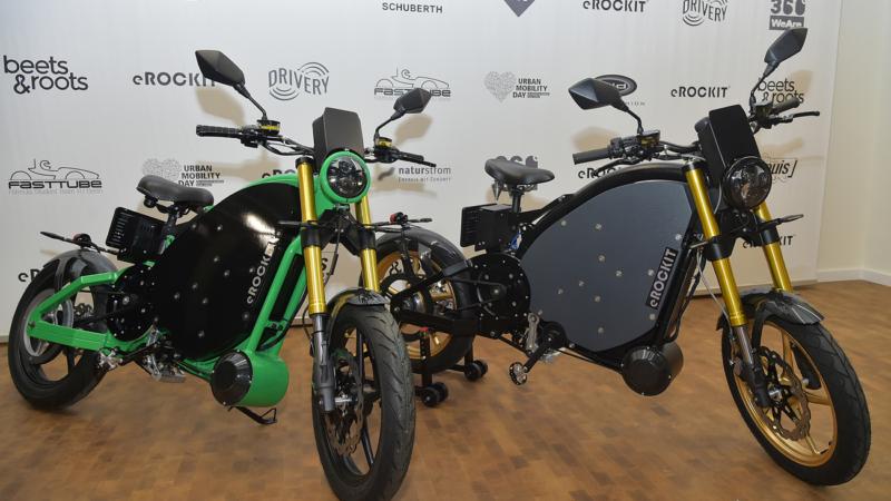 Pedalbetriebenes E-Motorrad: Weltpremiere des neuen eROCKIT