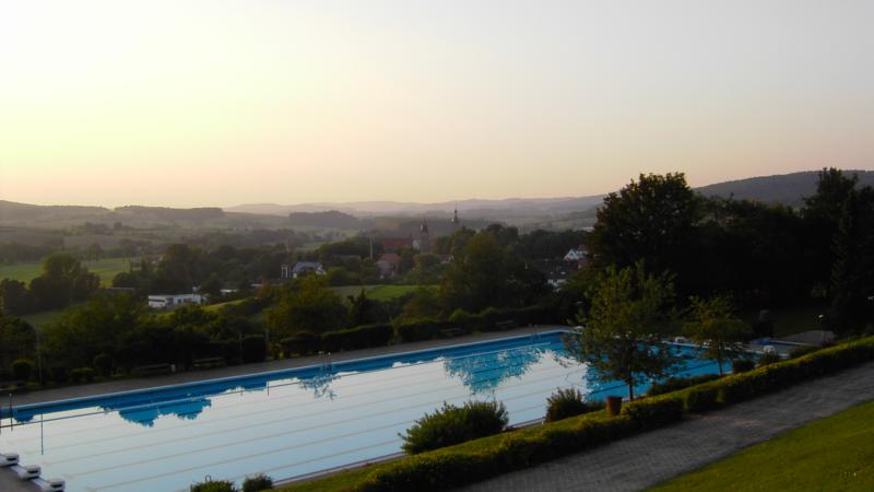 Premiere – Sommer Seminar für Makler im Schwimmbad
