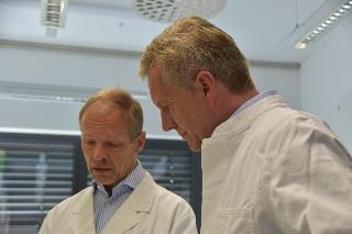 Christian Wulff besuchte die Deutsche Sammlung von Mikroorganismen und Zellkulturen