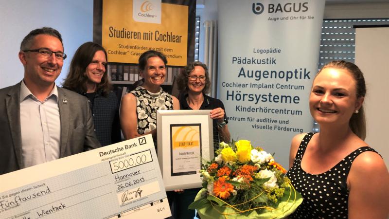 Auszeichnung für gehörlose Studentin Isabelle Wientzek