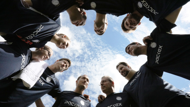 Fußball trifft auf Faltschachteln – 1:0 für den Teamgeist