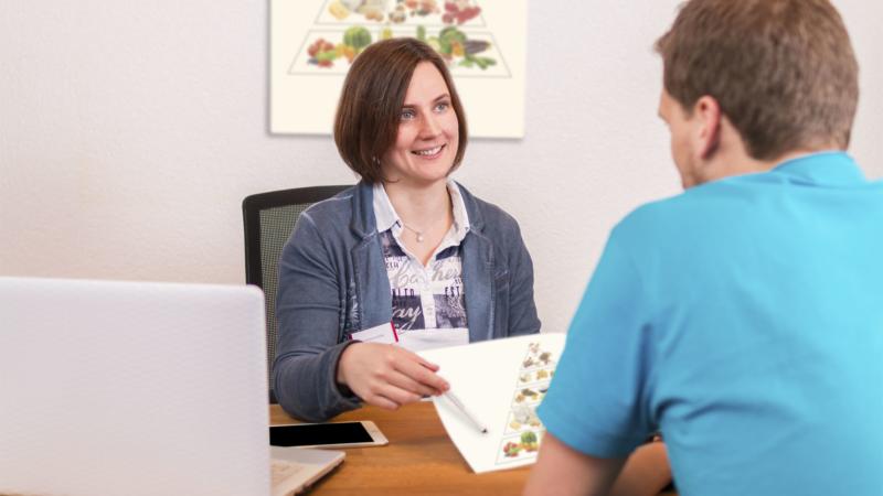 Pickel, Mitesser, Schuppenflechte: Welche Rolle spielt die Ernährung?