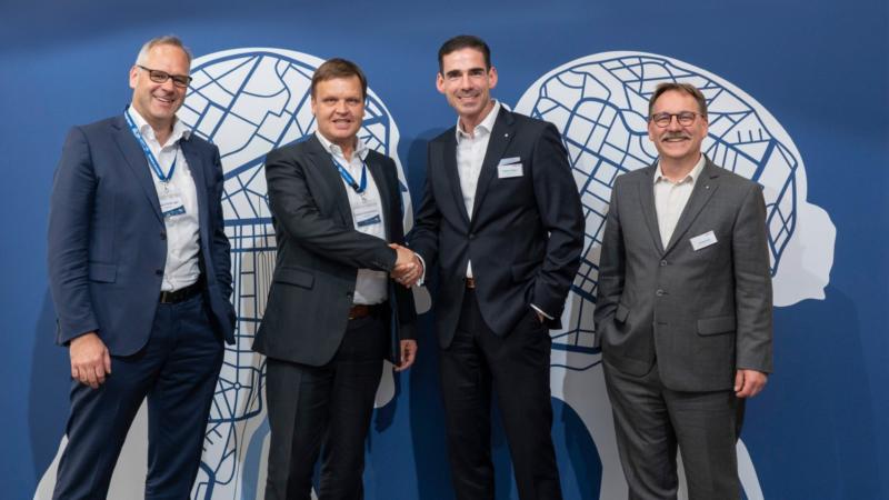 Hellmann und bayernhafen erweitern Serviceangebot für Kombinierten Verkehr