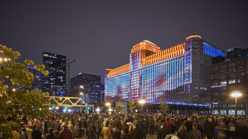 """Art on theMART"" in Chicago: Meisterwerke der Kunstgeschichte als riesige Lichtinstallationen"