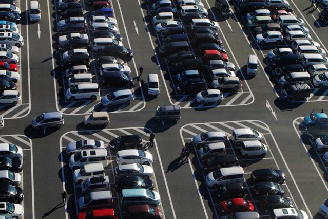 Verkehrsregeln auf Parkplätzen und im Parkhaus – Verbraucherinformation des D.A.S. Leistungsservice
