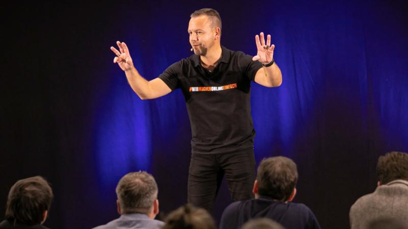 """Rico Schinkel erhält den """"Excellence-Speaker"""" Award"""