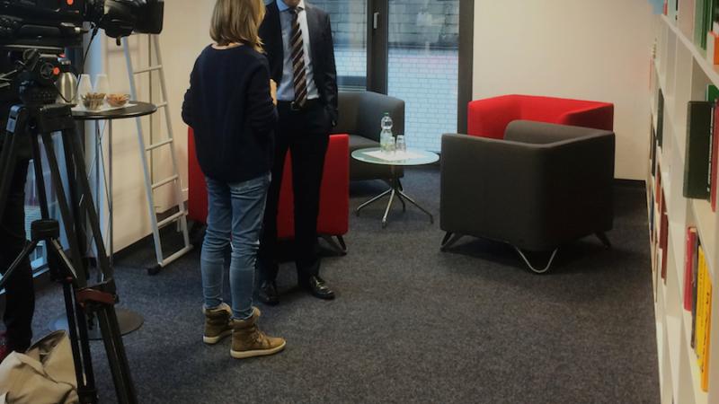 Wissenschaftsminister Björn Thümler besucht Bakterienhochburg DSMZ in Braunschweig