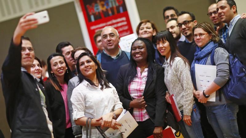 Jobmesse bringt Unternehmen und Geflüchtete zusammen