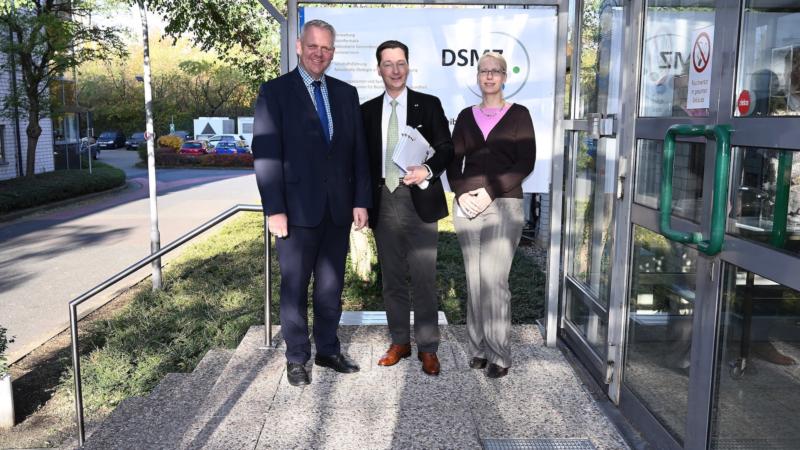 Wissenschaftsminister Björn Thümler besucht DSMZ in Braunschweig