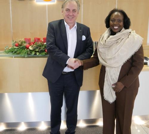 Gesundheitsministerin Angolas überzeugt sich bei WOLF von Qualität der Klimageräte für Krankenhausprojekte