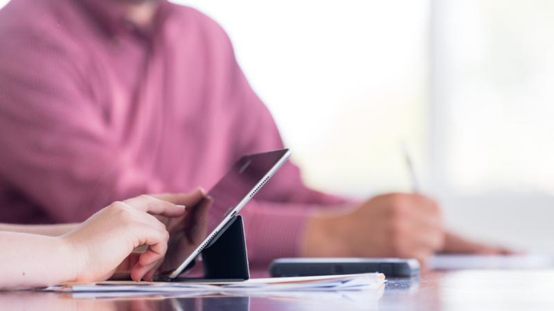 Zusammenarbeit von Rockwell Automation und Accenture Industry X.0 zur Entwicklung digitaler Lösungen für industrielle Kunden