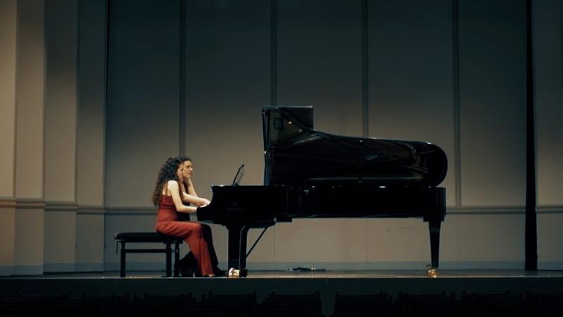 Yamaha trifft Danae Dörken: Musik als Sprache, das Klavier als Tagebuch