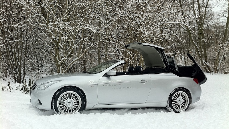 SmartTOP for Infiniti G37/Q60 Cabriolet allows convertible top operation while driving