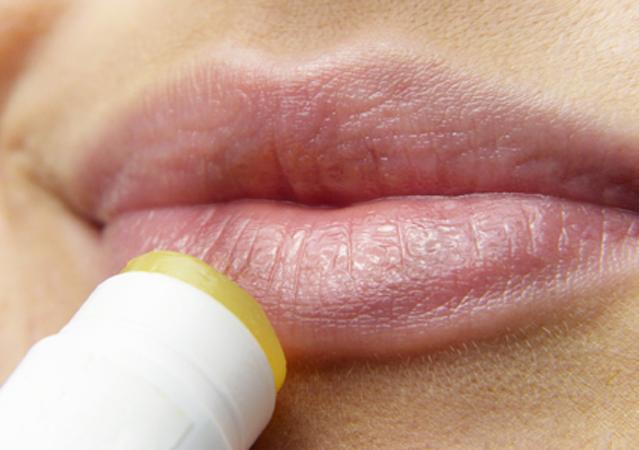 Spröde und rissige Lippen im Winter
