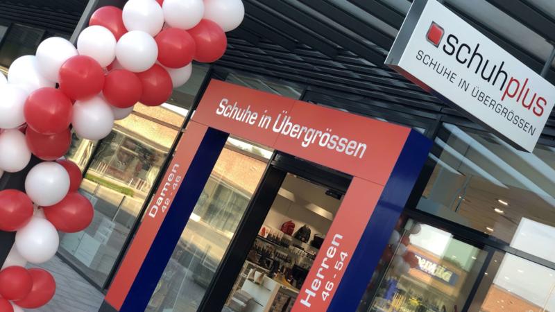 schuhplus in Kaltenkirchen führt Hausschuhe in Übergrößen für Herren