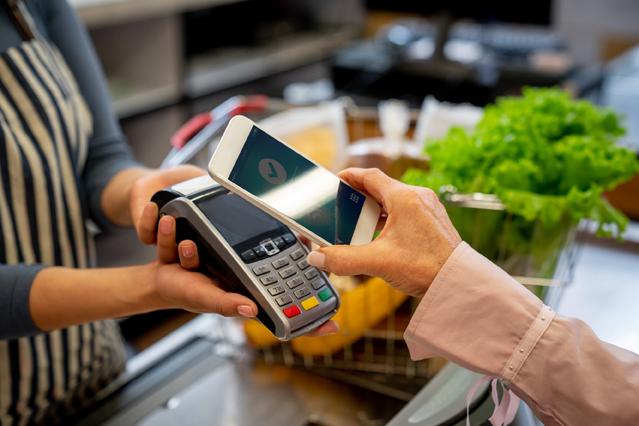 Bezahlen mit dem Smartphone – Tipp der Woche der ERGO Versicherung