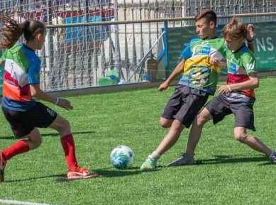 """Gleichberechtigung: Junge Fußballspielerin aus Jekaterinburg vertritt Russland bei """"Fußball für Freundschaft"""""""