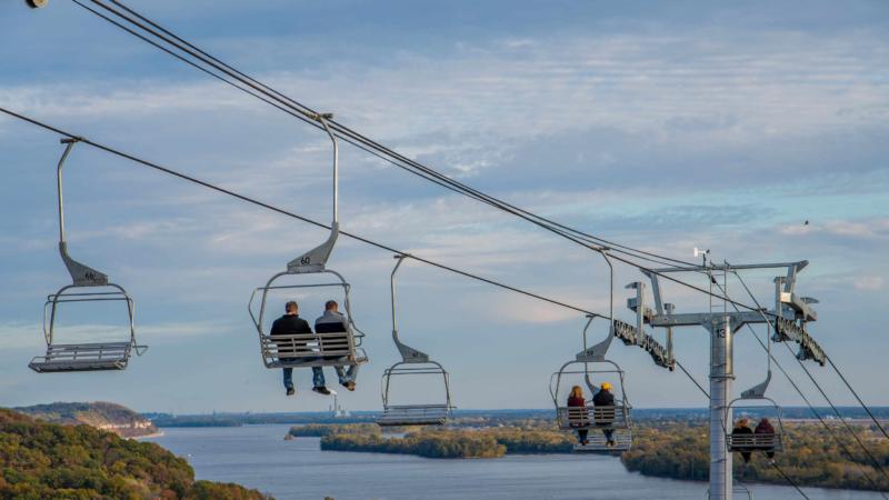 Auf zu neuen Höhen in Grafton: Mit der Grafton SkyTour über die Klippen des Mississippi