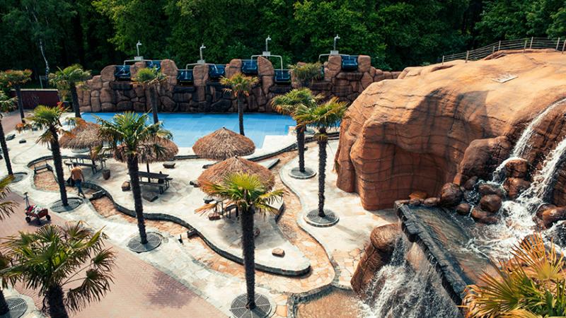 Verlegung von Natursteinplatten – mit trockenen Füßen durch den Freizeitpark