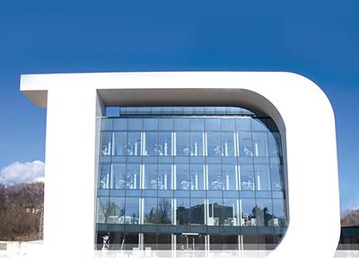 Eröffnung von Europas größtem Zahn-Behandlungszentrum per Livestream