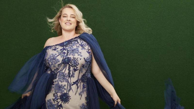 Jeanne Paulin designt Couture Träume in Übergrößen