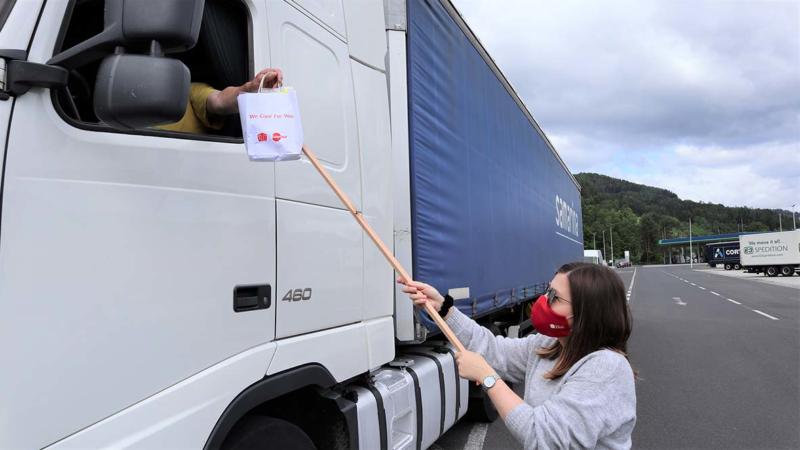UTA unterstützt Lkw-Fahrer in Österreich mit Schutzmasken und Desinfektionsmitteln