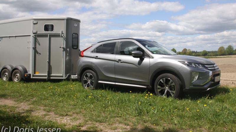 Pferdeanhänger-Zugfahrzeugtest auf Mit-Pferden-reisen: Mitsubishi Eclipse Cross