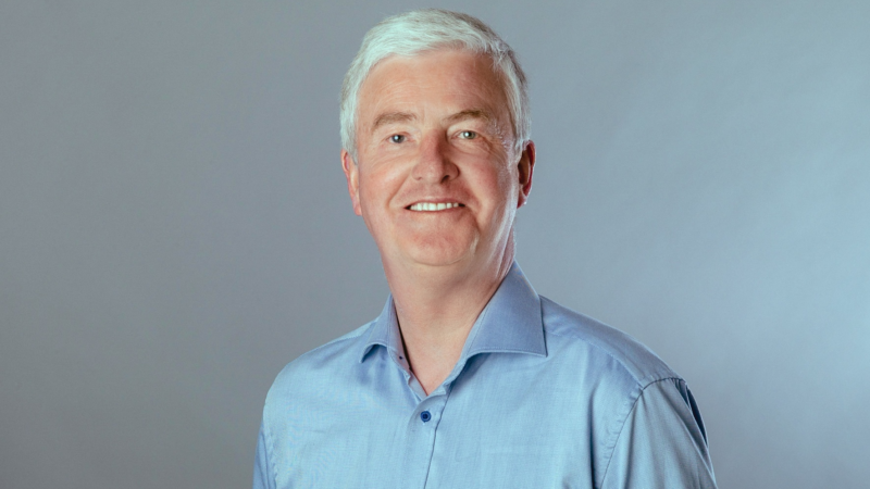 SQAD21 holt Weltmeistertrainer Bernhard Peters für den Aufbau innovativer Fußball-Akademien