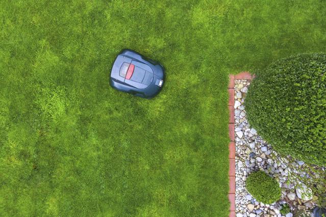 Versicherung für Mähroboter – Verbraucherfrage der Woche der ERGO Versicherung