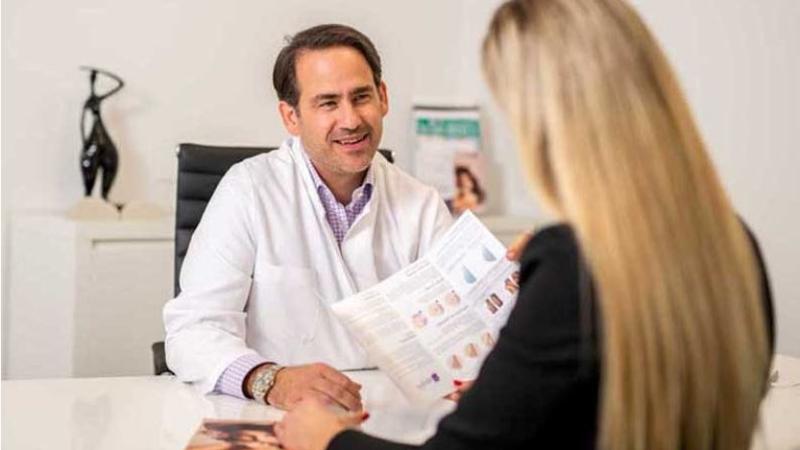 Plastischer Chirurg Ludwigshafen: Brustvergrößerung und Psyche