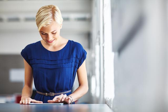 Kleidervorschriften im Job bei Hitze? – Verbraucherfrage der Woche der ERGO Rechtsschutz Leistungs-GmbH