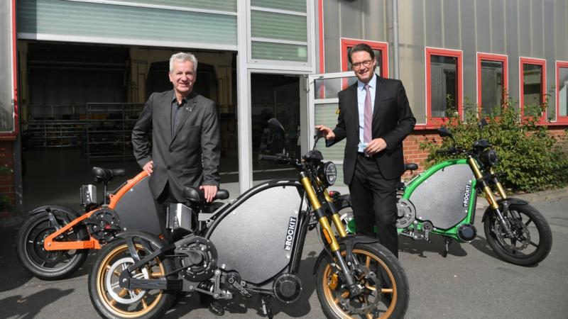 """Besonderes Elektromotorrad """"Made in Germany"""": Andreas Scheuer besichtigt eROCKIT-Produktion"""
