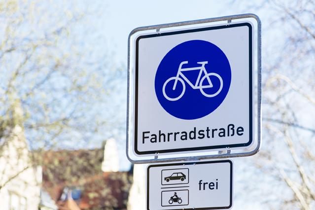 Welche Regeln gelten in einer Fahrradstraße? – Verbraucherfrage der Woche der ERGO Rechtsschutz Leistungs-GmbH
