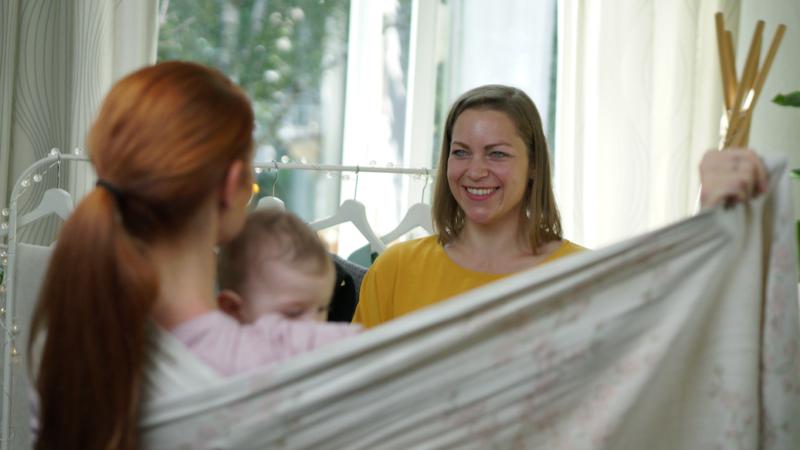 Für zufriedene Babys: Trageberatung geht ins Web