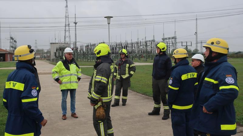 Netzsicherheit: E.DIS schult THW & Feuerwehr am Stromnetz