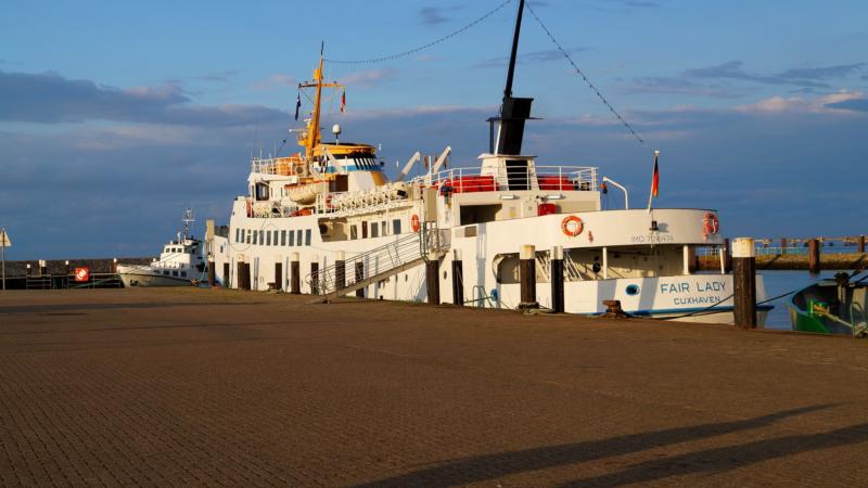 Dramatischer Blues und glitzerndes Meer – Duhnen/Cuxhaven