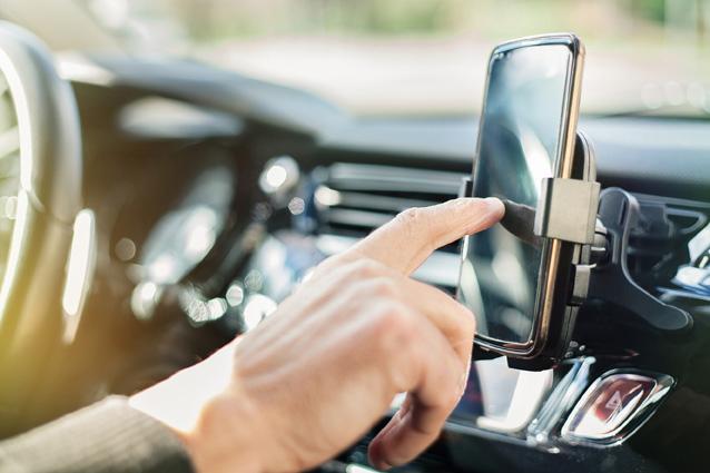 Handy am Steuer: das wird teuer – Verbraucherinformation der ERGO Rechtsschutz Leistungs-GmbH