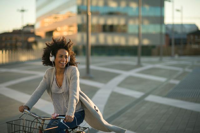 Ist Musikhören beim Fahrradfahren und Joggen erlaubt? – Verbraucherinformation der ERGO Rechtsschutz Leistungs-GmbH