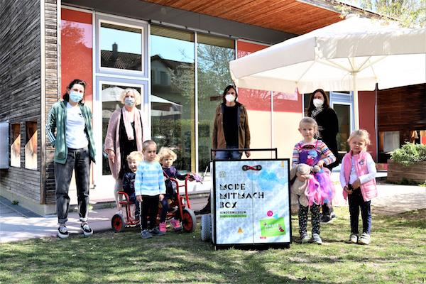 Stuttgarter element-i Kinderhaus Bengelbande auf den Spuren von Mode und Kleidung