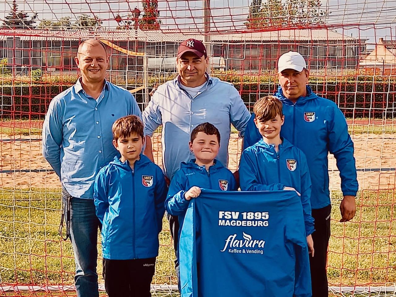 Sportsponsoring: Flavura Kaffee und Vending ist Sponsor der Kinderfußballmannschaft des FSV 1895 Magdeburg