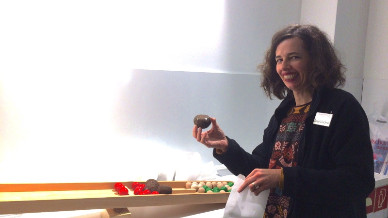 EMIKO versorgt Deutsches Museum Bonn mit neuem Material für Matsch-Workshops, um auch für die Sommerferien gerüstet zu sein