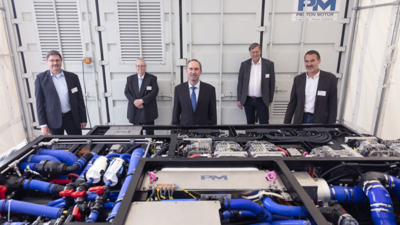 Bavarian Minister of Economic Affairs Aiwanger visited Proton Motor: Presentation of new fuel cell drive system for rail innovation
