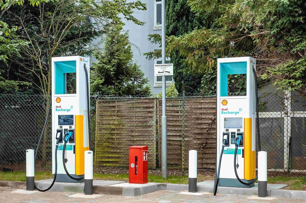 ADLER Smart Solutions installiert 100 weitere Schnellladelösungen auf Shell Tankstellen